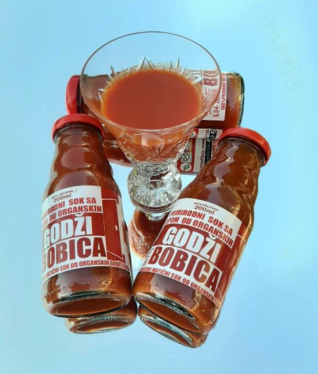 14. Prirodni sok sa pulpom od organskih godži bobica.jpg